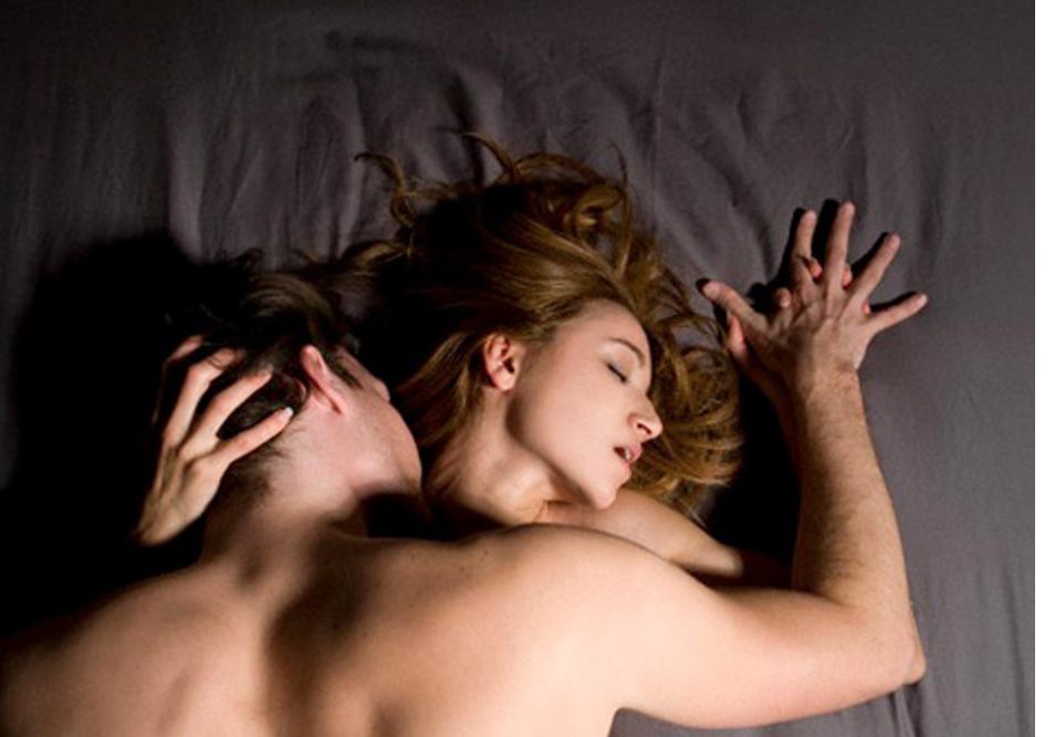 mujeres haciendo elamor: